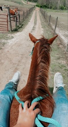 Foto Cowgirl, Cowgirl And Horse, Horse Girl, Horse Riding, Cute Horses, Pretty Horses, Horse Love, Beautiful Horses, Cute Horse Pictures