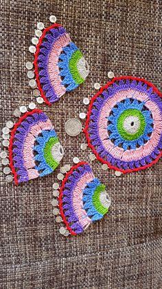 Merhaba herkese :)  Fular en sevdiğim aksesuarlardandır.Türk motifleri,iğne oyalarıyla süslü olanlar da en beğendiklerimdir.İğne oyalarından... Crochet Earrings Pattern, Crochet Flowers, Crochet Lace, Diy Necklace Bracelet, Necklaces, Origami Ornaments, Crochet Instructions, Crochet Accessories, Hippies