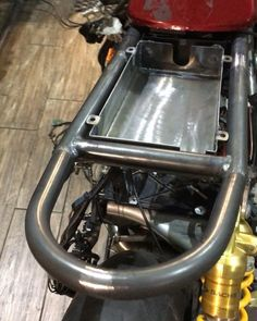 Boxing for brains and different electrics bmw # … Cafe Racer Honda, Cafe Racer Parts, Cafe Racer Seat, Cafe Racer Build, Cafe Racer Bikes, Dominator Scrambler, Cb750 Cafe, Cafe Racer Motorcycle, Motorcycle Style