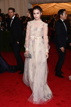 The stunning Lily Collins rocking Valentino. Styled by #RandM. #valentino #lilycollins