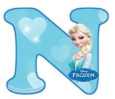 Es momento de compartir con las fans de Elsa y Anna un excelente alfabeto de Frozen con la figura de Elsa para descargar gratuitamente y preparar las mejores decoraciones y adornos de fiesta. Ademá… Frozen Bday Party, Frozen Theme, Frozen Cake, Bolo Elsa, Frozen Banner, Frozen Pictures, Disney Princess Frozen, Princesas Disney, Lettering Design