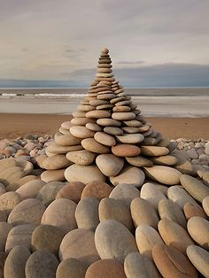 Land Art by Dietmar Voorwold #cailloux #empilement