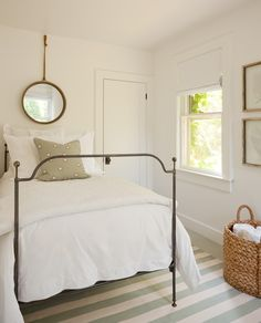 35 Farmhouse Bedroom Design Ideas You Must See - For the Home - Bedroom Farmhouse Style Bedrooms, Farmhouse Bedroom Decor, Home Bedroom, Bedroom Ideas, Modern Bedroom, Calm Bedroom, Bedroom Benches, Bedroom Girls, Garage Bedroom
