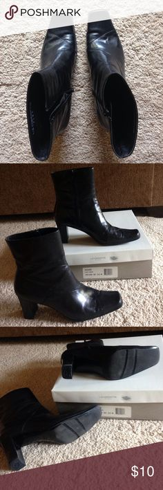 Women's Liz Claiborne boots Black. Size 8.5M. Kildare black Kashmir. Gently used. Zipper closure. Liz flex. With original box Liz Claiborne Shoes Heeled Boots