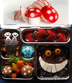 Alice no Pais das Maravilhas. Alice In Wonderland Steampunk, Alice In Wonderland Tea Party, Cute Bento Boxes, Lunch Boxes, Alice Tea Party, Boite A Lunch, Cute Snacks, Mad Hatter Tea, Food Art