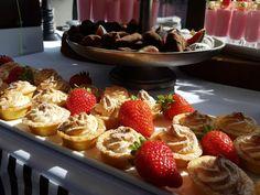 Lemon meringue tarts Lemon Meringue Tart, Outside Catering, Catering Companies, Banting, Sugar Rush, Food Design, Finger Foods, Tarts, Sushi