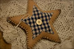 Primitive Felt Americana Star Ornament Decoration Beige with Blue Homespun via Etsy Primitive Christmas Ornaments, Prim Christmas, Christmas Sewing, Xmas Ornaments, Christmas Things, Felt Crafts, Holiday Crafts, Fabric Crafts, Country Crafts