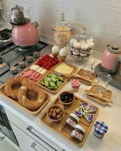 Home Decor – Decor Ideas – decor Eid Breakfast, Turkish Breakfast, Perfect Breakfast, Breakfast Presentation, Food Presentation, Food Platters, Food Dishes, Ramadan Recipes, Food Decoration