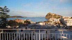 Dal nostro solarium potrete godere di una veduta spettacolare che spazia dalle colline isolane e il monte #Epomeo fino a raggiungere #Capri, la Costiera Sorrentina e il #Vesuvio...
