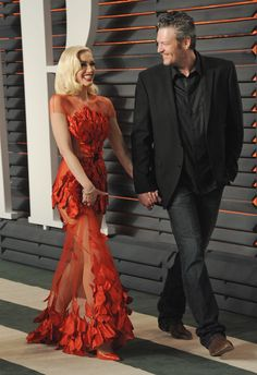 Blake Shelton Also Thinks His Relationship With Gwen Stefani Is a Little Weird Blake Shelton Gwen Stefani, Blake Shelton And Gwen, Gwen Stefani And Blake, Gwen Stefani Style, Country Music Stars, Country Singers, Gwen And Blake, Couple Moments, Perfect Together