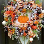 9 Ways to Make a Bow For A Wreath | Southern Charm Wreaths Diy Fall Wreath, Fall Wreaths, Christmas Wreaths, Fall Diy, Wreath Ideas, Christmas Diy, Fall Deco Mesh, Deco Mesh Wreaths, Diy Candle Holders