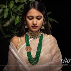 Check out some of the trending multi layered South Indian necklace designs by two popular jewelry brands. Indian Gold Jewellery Design, Fancy Jewellery, Indian Wedding Jewelry, Indian Jewelry Sets, Bead Jewellery, Pearl Necklace Designs, Beaded Jewelry Designs, Gold Earrings Designs, Indian Jewelry Earrings