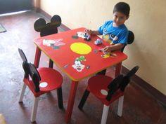 4 Amigos es un juego de comedor para niños fabricado en madera cedro y acabado al duco, cuya característica es que puede usarse para realizar tareas de dibujo. pintura, recortes. - Dimensiones  60 x 60
