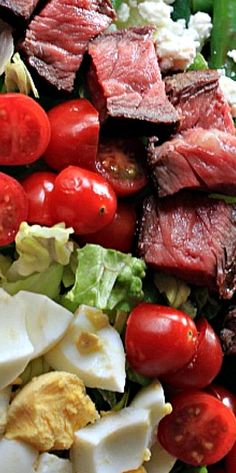 Selecting The Suitable Cheeses To Go Together With Your Oregon Wine A Savory Steak Served With Loads Of Fresh Vegetables And A Homemade Balsamic Vinaigrette. This Salad Will Rival Any Steakhouse Salad. Salad Bar, Side Salad, Soup And Salad, Beef Recipes, Salad Recipes, Cooking Recipes, Healthy Salads, Healthy Eating, Healthy Recipes