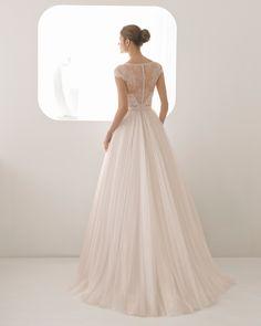 Abito da sposa stile principessa in pizzo con strass e tulle morbido con  scollo a V 8e0fa243317