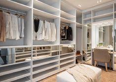 14 Walk In Closet Designs For Luxury Homes Walk In Closet Design, Bedroom Closet Design, Master Bedroom Closet, Closet Designs, Closets Pequenos, Closet Vanity, Wardrobe Room, Wardrobe Ideas, Closet Remodel