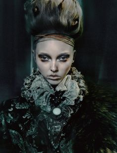 Our photo of the day is this beautiful fashion photography of Christian Dior Haute Couture, F/W Fashion Mag, Quirky Fashion, Editorial Fashion, Fashion Beauty, Couture Fashion, Makeup Art, Beauty Makeup, Hair Makeup, Beauty Art
