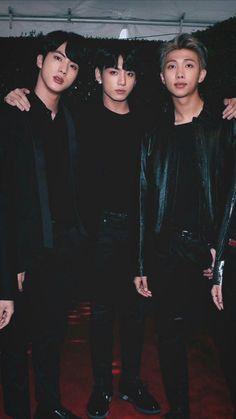 Kim Seokjin, Jeon Jungkook e Kim Namjoon. Foto Jungkook, Foto Bts, Bts Photo, Bts Jin, Bts Bangtan Boy, Jeon Jungkook Hot, Rapmon, Wallpaper Tumblr Lockscreen, K Wallpaper