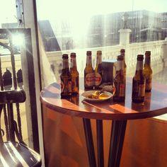 Un #classico de #madrid  #meettingpoint #quedada para #disfrutar de una #mahou bien #helada y arreglar el #pais #teanimas ?. #cerveza #moments by #thebackpack #nosvemosenlosrestaurantes #simbiosc