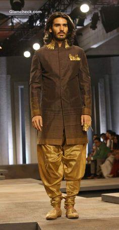 India Bridal Fashion Week 2013 Day 1 - Shantanu and Nikhil Collection Indian Men Fashion, Ethnic Fashion, African Fashion, Mens Fashion, Fashion Trends, Mens Traditional Wear, Mens Sherwani, Bridal Fashion Week, Groom Attire