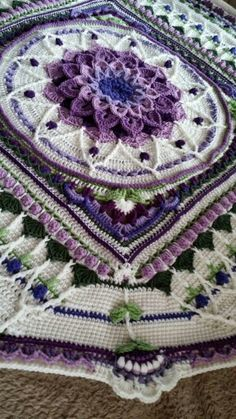 Shown on FB by Tina Zimmerman, blanket based on Sophie's Garden Universe by Dedri Uys with an Enchanted Garden Tote pattern center on Ravelry | This tutorial is to be used in combination with both the Crocodile Flower Square pattern by Joyce Lewis, and the Sophie's Garden pattern (parts 2-4 of Sophie's Universe) by Dedri Uys (read and connect to links on Ravelry)