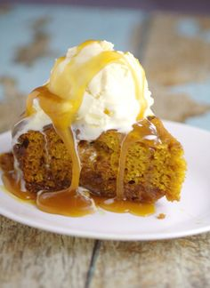 Rich, moist spiced pumpkin cake and gooey sweet caramel come together in this Crockpot Pumpkin Caramel Cake recipe to make a decadent and festive slow cooker Fall dessert recipe! Pumpkin spice and caramel in the Crockpot? Can't go wrong there! Slow Cooker Desserts, Crock Pot Desserts, Fall Dessert Recipes, Fall Desserts, Fall Recipes, Just Desserts, Slow Cooker Recipes, Crockpot Recipes, Top Recipes