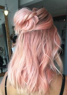 52 Charming Rose Gold Hair Colors: Como obter o cabelo Rose Gold Gold Hair Colors, Ombre Hair Color, Cool Hair Color, Hair Colours, Hair Color How To, Hair Colour Ideas, Cabelo Rose Gold, Pastel Pink Hair, Rose Pink Hair