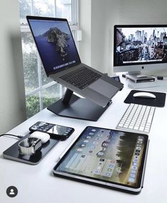 Get your Free iPhone 11 Pro Or Apple Accessoires Gift Now! No credit card needed Home Office Setup, Home Office Space, Home Office Design, Office Decor, Office Ideas, Computer Desk Setup, Gaming Room Setup, Schul Survival Kits, Clean Desk
