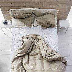 bednění za postelí