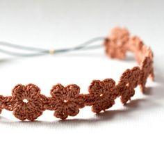 Crocheting: Daisy Headband