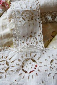 Lululiz in Lalaland: White Linens on White Wednesday