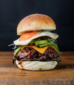 AVOCADO MEAT BALL BURGER WITH BBQ SAUCE