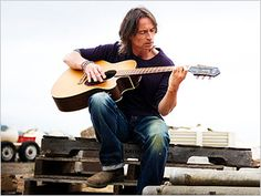 I'd probs die if I met him and he was singing and playing guitar. I'm weirdly in love with Robert Carlyle.