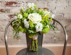 Green and White- Rustic + Modern Wedding Inspiration Wedding Mint Green, White Wedding Flowers, Floral Wedding, Modern Wedding Inspiration, Rustic Bouquet, Modern Rustic, Rustic Contemporary, Bride Bouquets, Floral Arrangements
