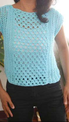 Crochet Summer Tops, Crochet Halter Tops, Summer Knitting, Easy Knitting, Start Knitting, Diy Crochet Top, Crochet Summer Dresses, Crochet T Shirts, Crochet Clothes