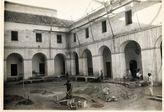 Obras en el Patio Blanco, originalmente claustro del convento mercedario, durante la adaptación a sede de la Diputación en los años 60 del siglo XX.