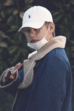 """""""there's just something extra sexy about taehyung in white baseball caps man idk what it is but i have a weakness for it"""" Bts Taehyung, Bts Bangtan Boy, Bts Boys, Namjoon, Daegu, Foto Bts, Bts Photo, Kpop, Cypher Pt 4"""