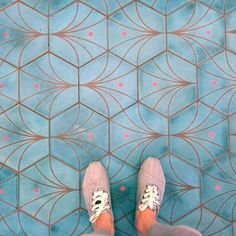 Das Auge des Pfaus. Design by Roman Zuest from z2g - made by pophamdesign #handmadetiles #contemporarytiles #colors #fromwhereistand #ihavethisthingwithfloors Contemporary Tile, Handmade Tiles, Chanel Ballet Flats, Lace Up, Roman, Colors, Design, Fashion, Round Round