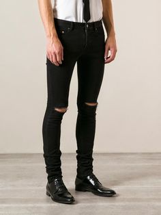 Cómo llevar pantalones rotos para hombre #pantalones #rotos #desgastados #hombres #chicos #ideas #tips #outfits