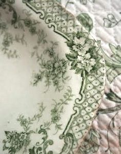 I found some pretty green flowered dishes at our local flea market sale, couldn't resist buying them.......