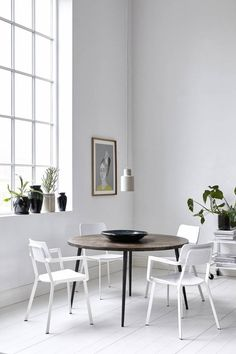 Nice round table Club from Danish brand House Doctor. An eyecatcher from the new House Doctor collection! Decor, Interior, House Doctor, Decor Interior Design, Home Decor, Round Dining Table, House Interior, Dining Room Inspiration, Dining Table Black