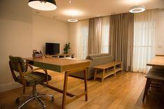 Home Office integrado com a Sala de Estar. Um espaço que possibilita o trabalho em casa ou as horas de estudo em um local agradável.