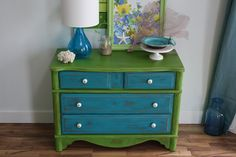 reverse colors--blue top, green drawers
