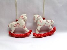 Etsy Shop, Christmas Ornaments, Holiday Decor, Home Decor, Cute Horses, Red Christmas, Handarbeit, Xmas Ornaments, Homemade Home Decor