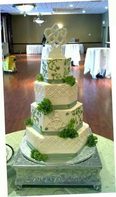 Irish Celtic knot wedding cake. Indian Weddings Inspirations. Green Wedding Cake. Repinned by #indianweddingsmag indianweddingsmag.com #weddingcake