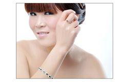 9月の誕生石 ブルーサファイア リング(指輪) リッチな上品セレブ気分 jewel-link9-022WSS [jewel-link9-022WSS] - ¥6,358円 : メンズとレディースとキッズのファッション|バッグ|財布|シューズ|ジュエリー|最新人気アイテムの通販公式サイト:ROSO(ロソ)