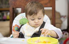 Bebê comendo papinha (Foto: Thinkstock)