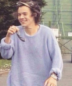 229 mentions J'aime, 6 commentaires – harry styles  (@harrystygles) sur Instagram : « I NEED TO SEE THIS LILAC JUMPER JUST ONE MORE TIME THATS ALL I ASK PLEASE »
