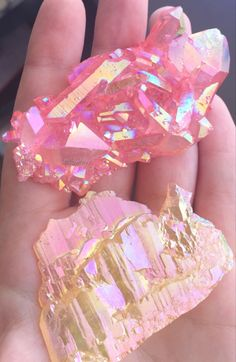 ✽✽ριитеяеѕт: иια ношаяd ✽✽ Mineral Stone, Angel Aura Quartz, Rose Quartz Crystal, Crystal Cluster, Pink Quartz, Fairy Dust, Gem Stones, Geology, Pink Gemstones