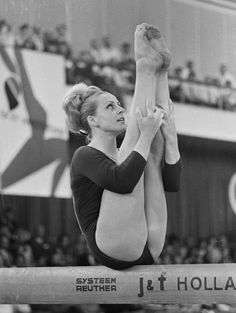 Vera Caslavska - most successful female gymnast of the on Olympic games 1968 Olympics, Tokyo Olympics, Artistic Gymnastics, Gymnastics Girls, American Gymnastics, Gymnastics Photos, Olympic Gymnastics, Rhythmic Gymnastics, Olympic Medals